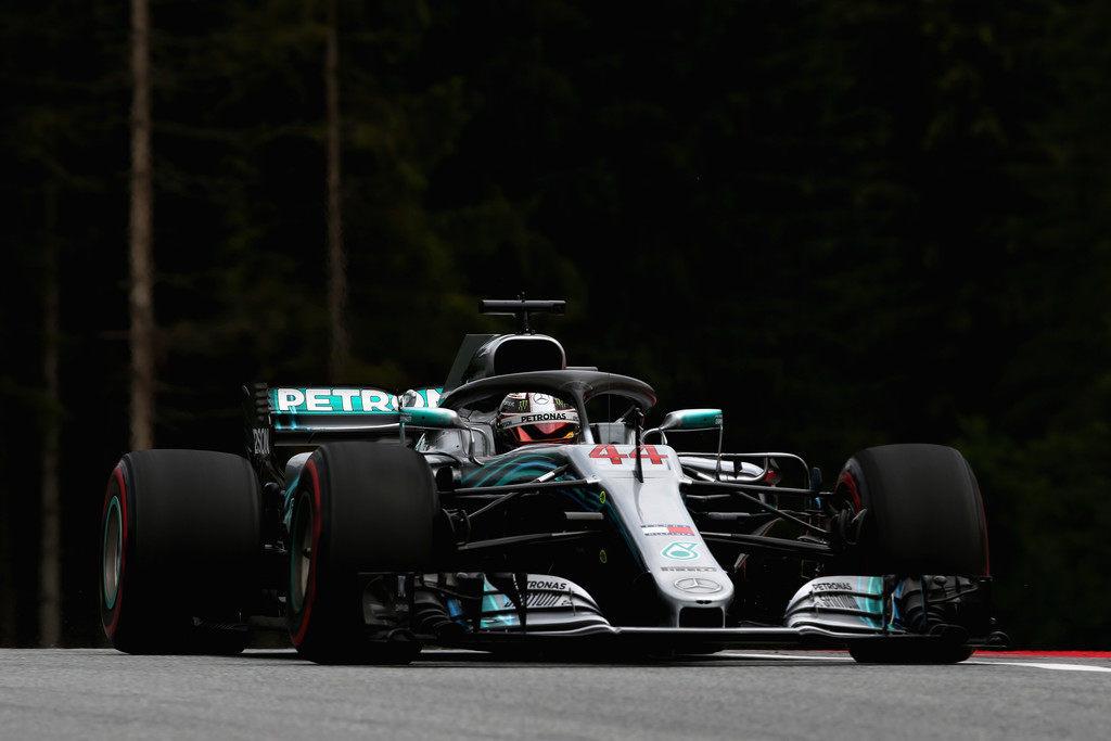 Льюис Хэмилтон задает темп на первой тренировке Гран При Австрии