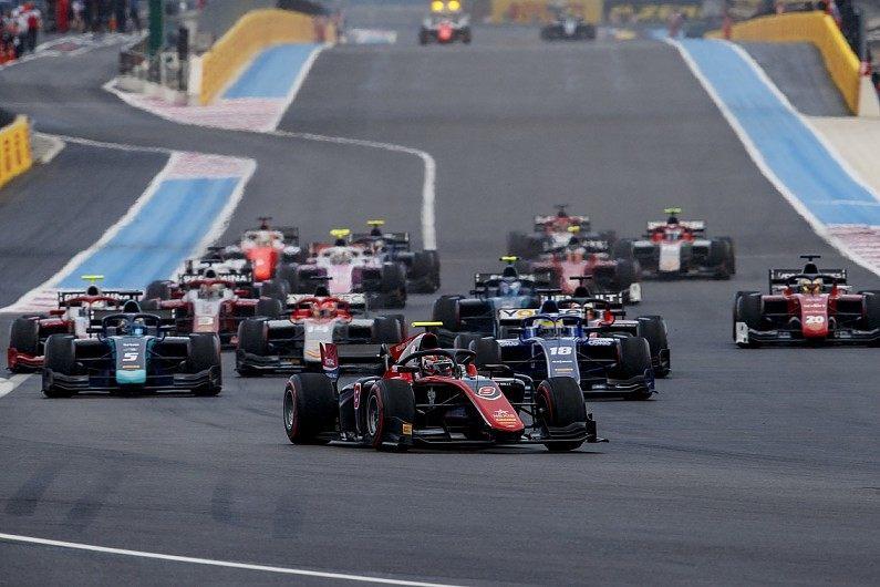 Гонки Формулы 2 в Шпильберге и Сильверстоуне стартуют за сейфти-каром