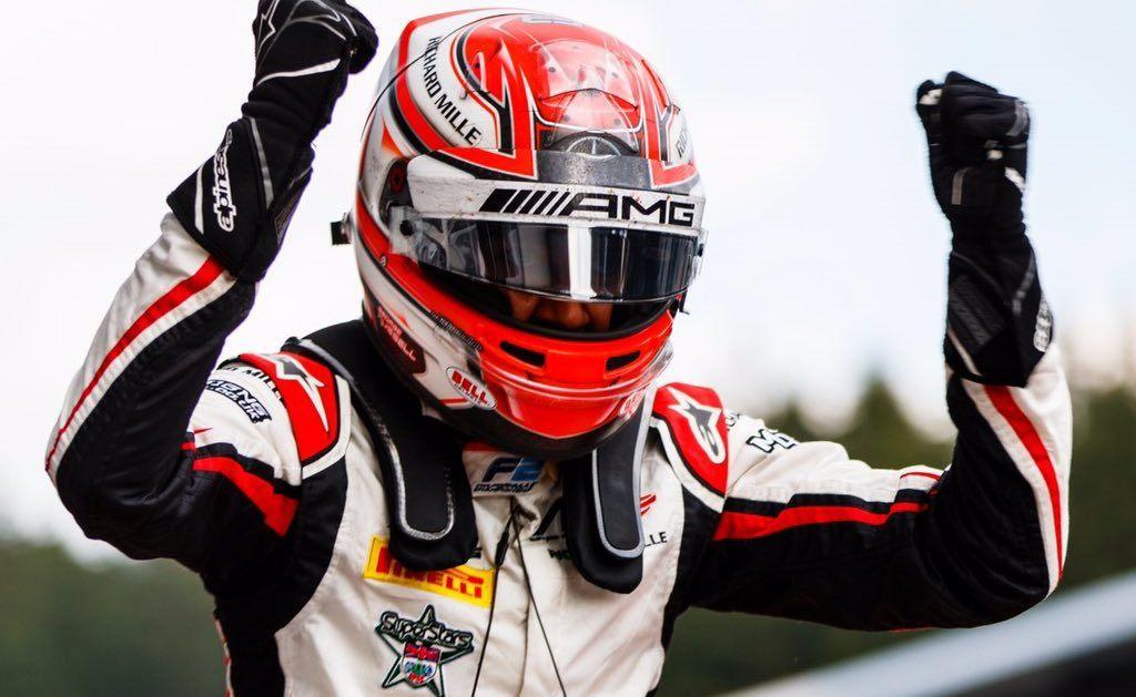 Джордж Рассел отпраздновал победу в первой гонке Формулы 2 в Шпильберге
