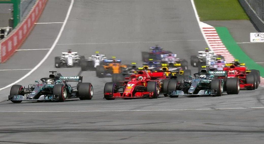 Льюис Хэмилтон лидирует после старта Гран При Австрии