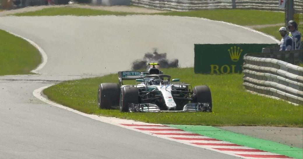 Валттери Боттас сошел с дистанции Гран Австрии