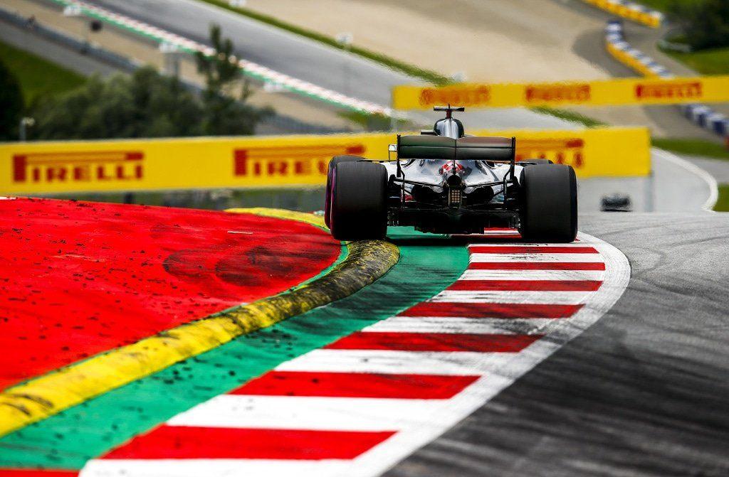 В Mercedes объяснили тактическую ошибку с Льюисом Хэмилтоном
