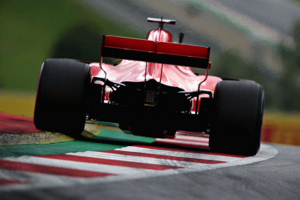«У них просто супермотор». Mercedes и Red Bull впечатлены мощностью силовой установки Ferrari