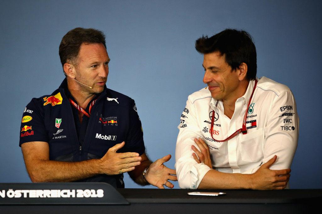 Кристиан Хорнер: Странно, что Mercedes выставила стратега крайним ради мотивации Хэмилтона