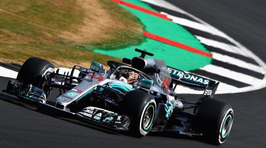 Льюис Хэмилтон стал лучшим в первой тренировке Гран При Великобритании