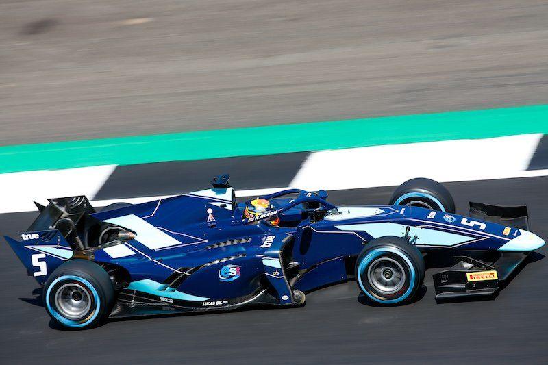 Алекс Албон победил в субботней гонке Формулы 2 в Сильверстоуне