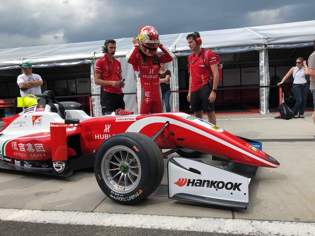 Гуань Ю Чжоу стал лучшим в первой квалификации Формулы 3 в Зандворте