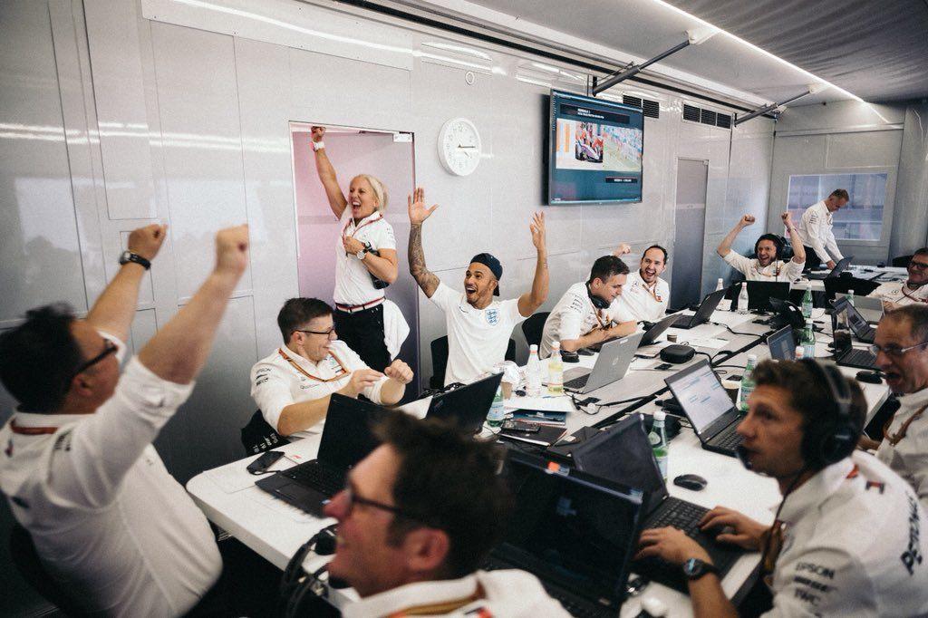 «Спасибо, мужики!» Как Формула 1 и российские гонщики смотрели ЧМ-2018
