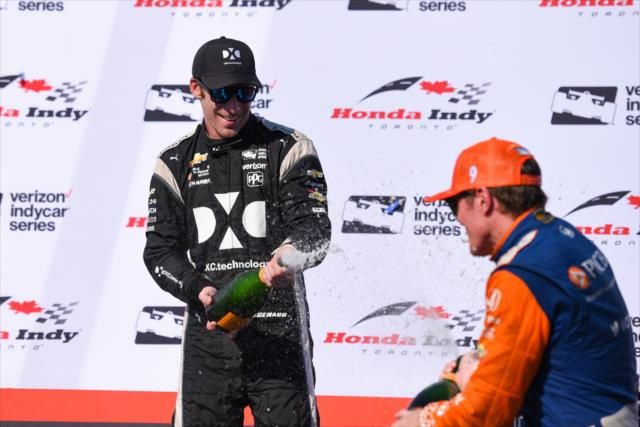 Скотт Диксон выиграл гонку на городской трассе в Торонто