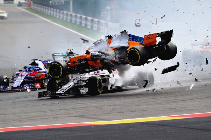 Видео: авария на старте Гран При Бельгии