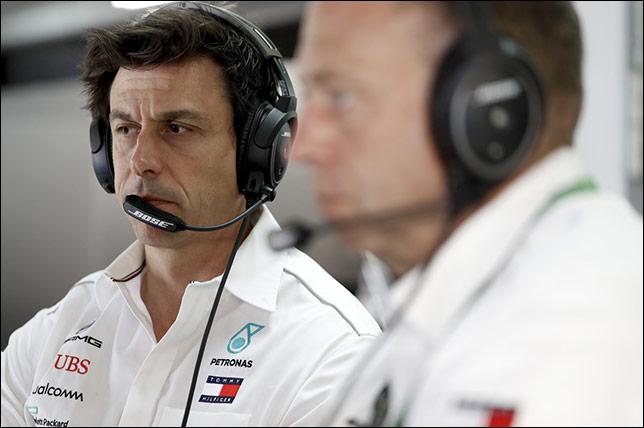 В Mercedes подумают о командной тактике