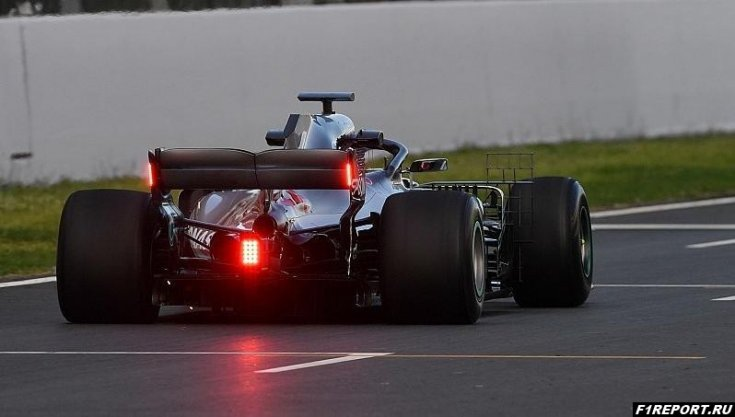 В 2019-м году на заднем крыле болида Формулы 1 появятся дождевые фонари