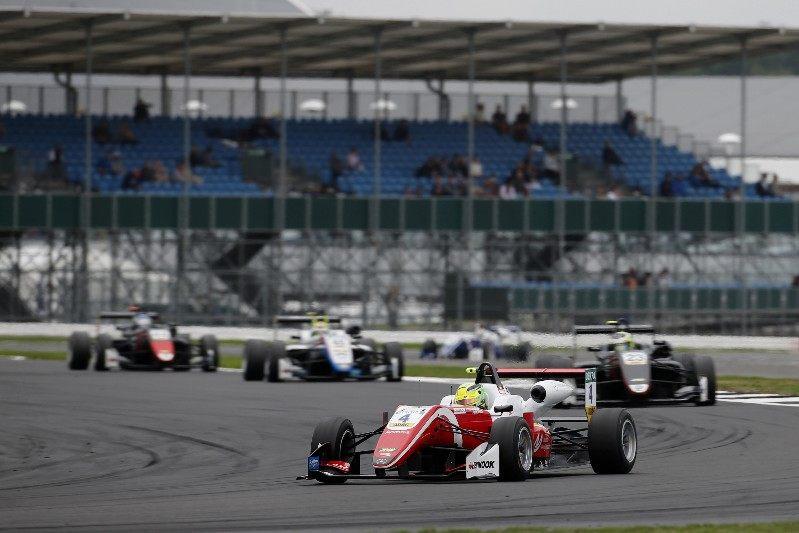 Мик Шумахер одержал победу во второй гонке этапа Формулы 3