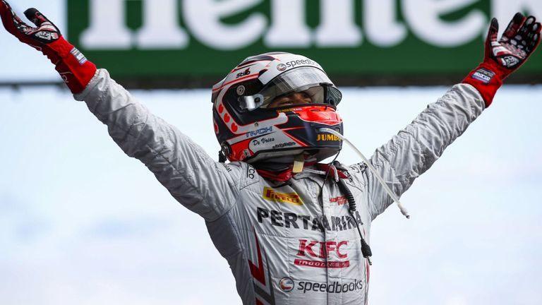 Ник де Врис победил в первой гонке Формулы 2 в Спа, Маркелов – шестой