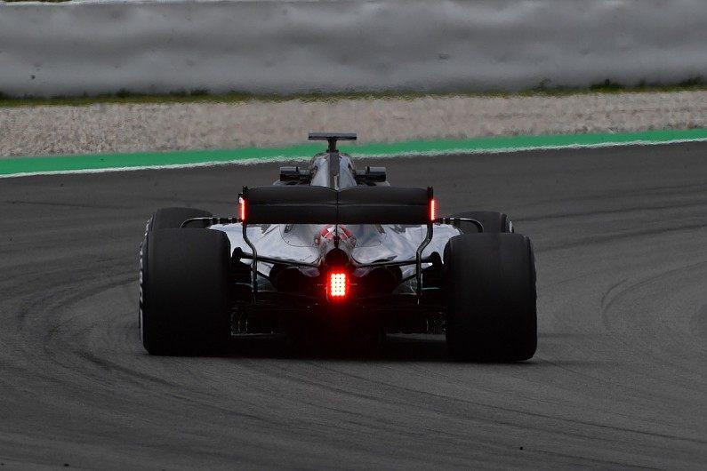 В следующем сезоне в Ф1 будут новые дождевые фонари на заднем крыле