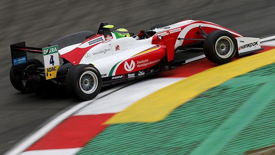 Роберт Шварцман стал вторым в первой гонке Европейской Ф3 на Нюрбургринге