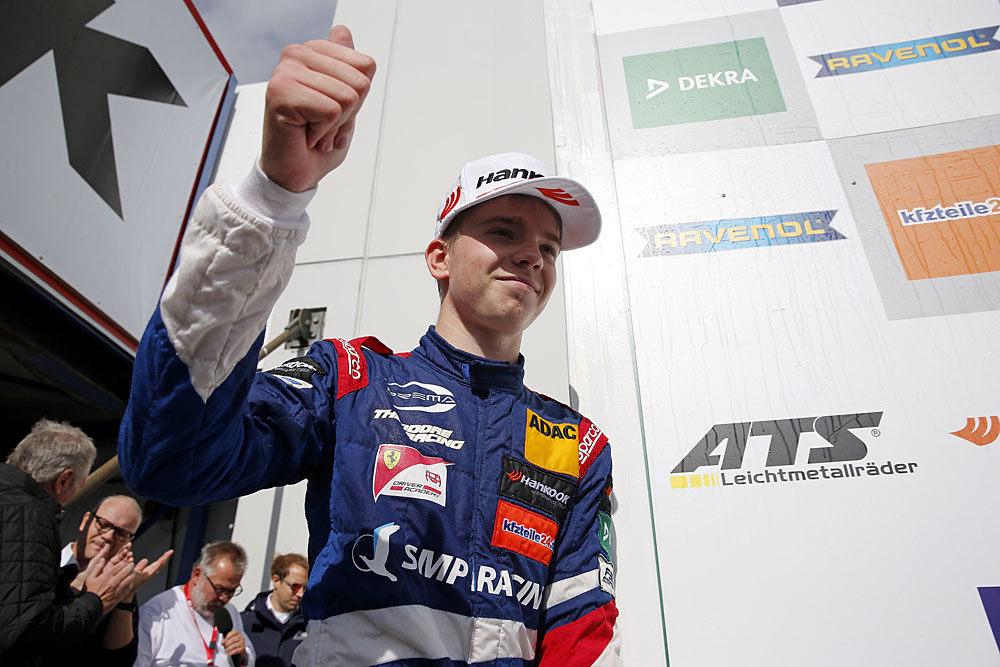 Роберт Шварцман финишировал вторым во второй гонке Ф3 на Нюрбургринге