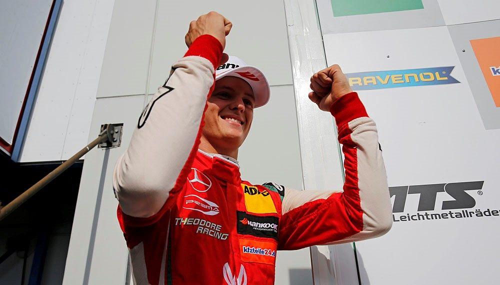 Мик Шумахер оформил хет-трик и остановился в шаге от лидерства в чемпионате