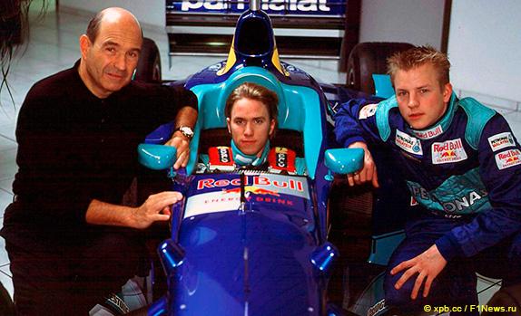 Петер Заубер, Ник Хайдфельд и Кими Райкконен на презентации машины перед сезоном 2001 года