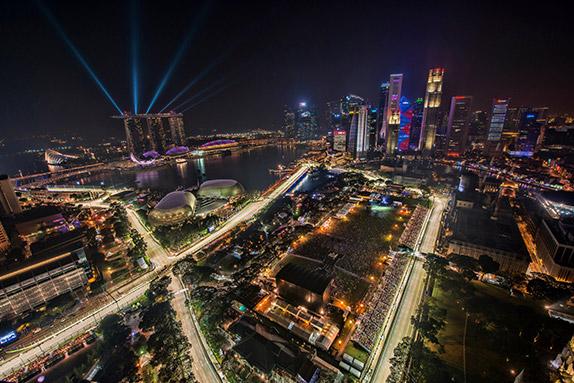 Вид на современный Сингапур во время Гран При Формулы 1