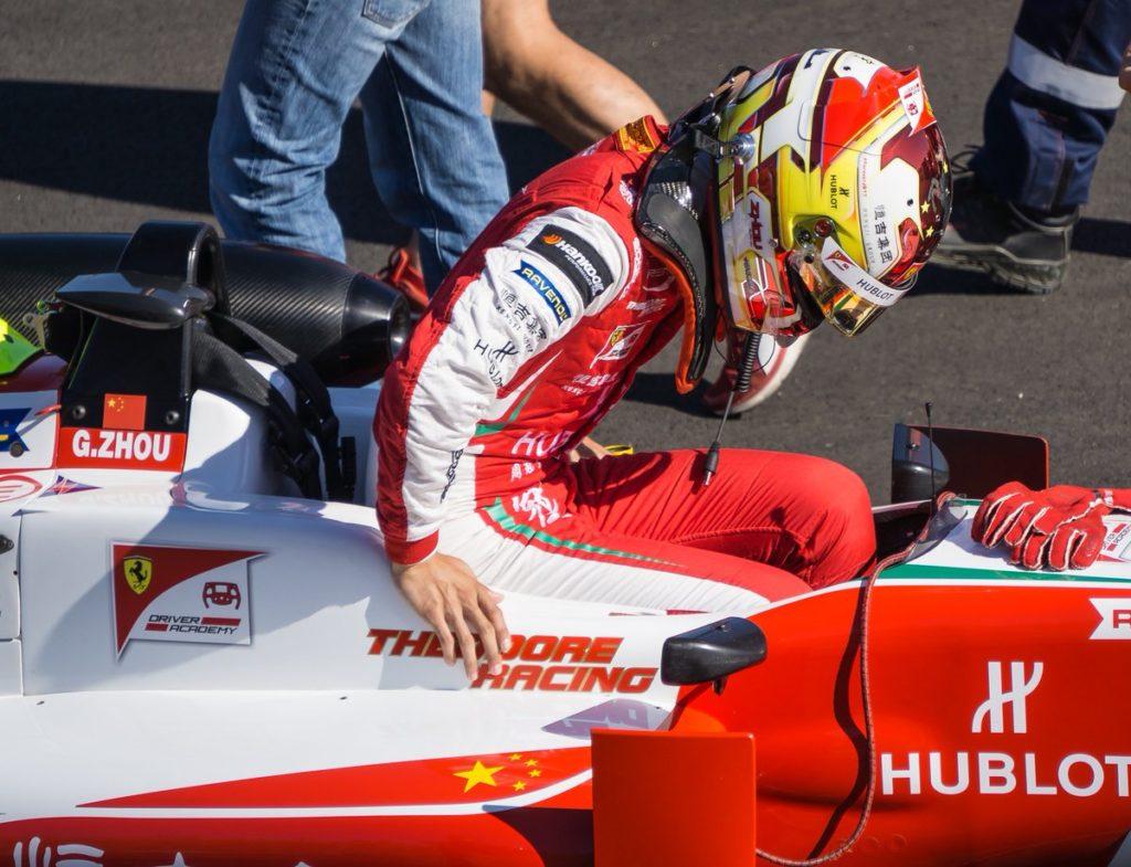 Чжоу выиграл поул первой гонки этапа Ф3 в Германии, Шварцман стартует третьим