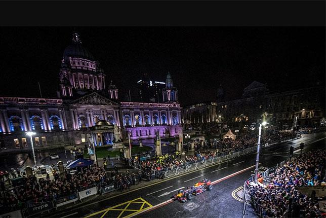 Видео: Дэвид Култхард за рулём RB8 в Белфасте