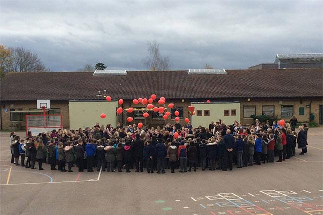 Льюис Хэмилтон поблагодарил английских школьников