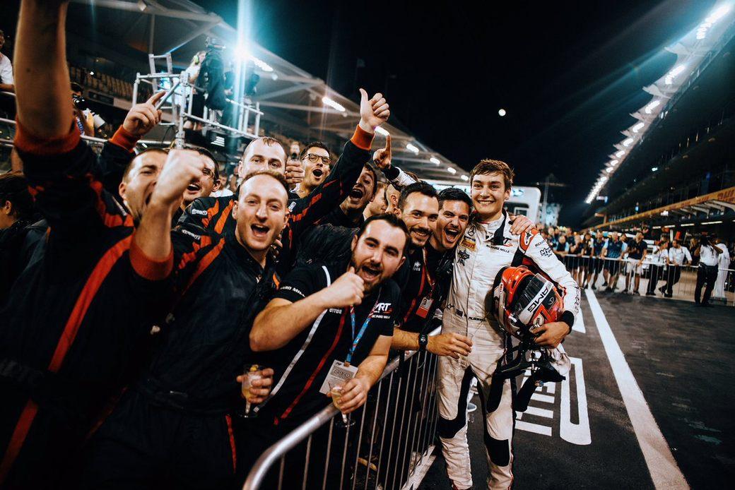 Джордж Рассел выиграл первую гонку в Абу-Даби и стал чемпионом Формулы 2 2018 года
