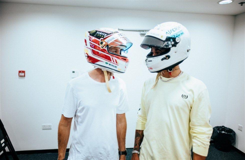 «Это жест наивысшего уважения между гонщиками». Хэмилтон и Феттель обменялись шлемами