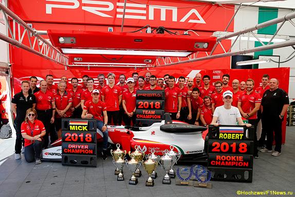 Команда Prema празднует победу в трёх зачётах