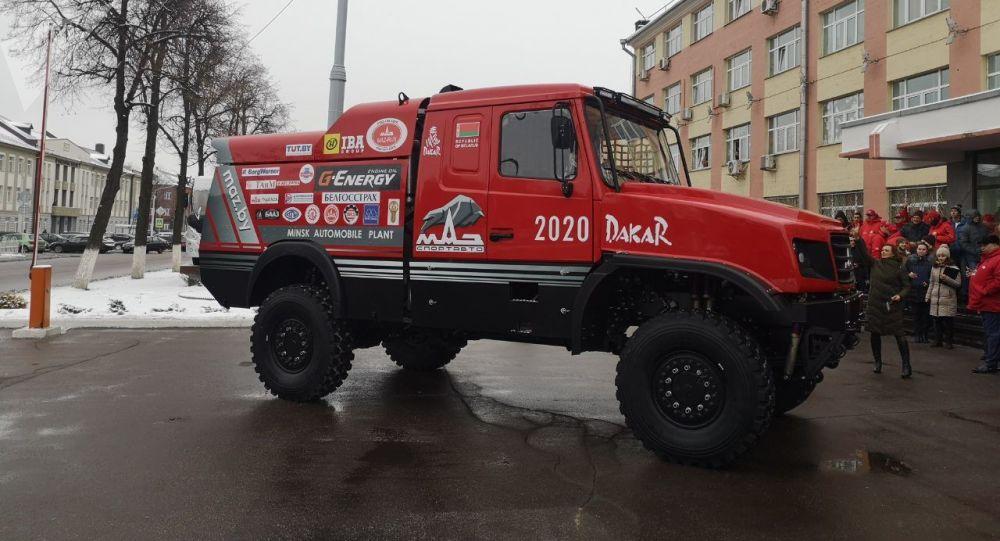 В Беларуси представили новый «капотник» МАЗа для «Дакара»