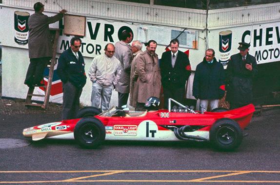 Грэм Хилл за рулём экспериментальной полноприводной Lotus 63 на Гран При Нидерландов 1969 года
