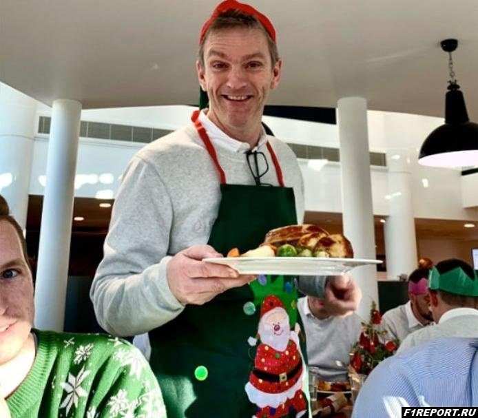 Эллисон подавал сотрудникам Mercedes блюда рождественского меню