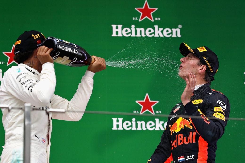 Льюис Хэмилтон ожидает борьбы с Red Bull Racing в следующем сезоне