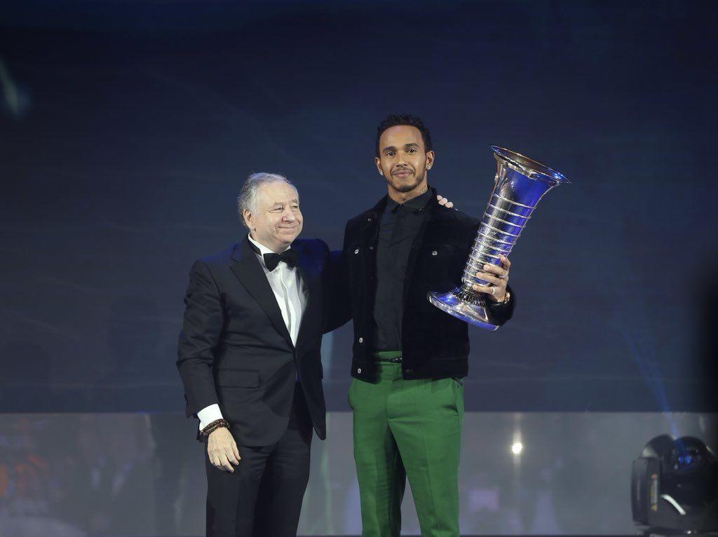 Льюис Хэмилтон получил чемпионский кубок за победу в сезоне-2018