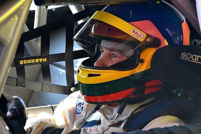 Жак Вильнёв возвращается на полное расписание в гонки
