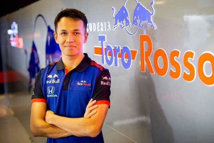 Алекс Албон определился с постоянным номером в Формуле 1