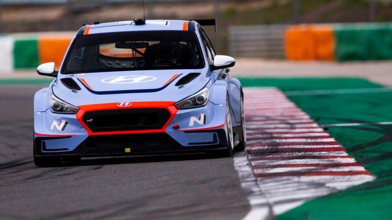 Новобранцы Hyundai в WTCR остались довольны первыми тестами