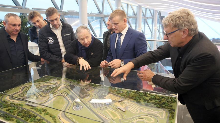 Тодт проинспектировал гоночный комплекс в Ленинградской области