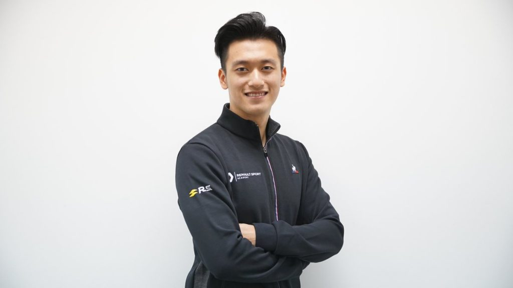 Чжоу стал гонщиком по развитию «Рено»
