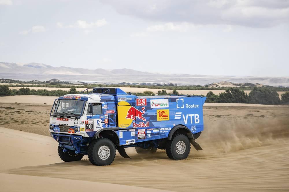 Аль-Аттия выиграл первый этап «Дакара», Николаев лучший среди грузовиков