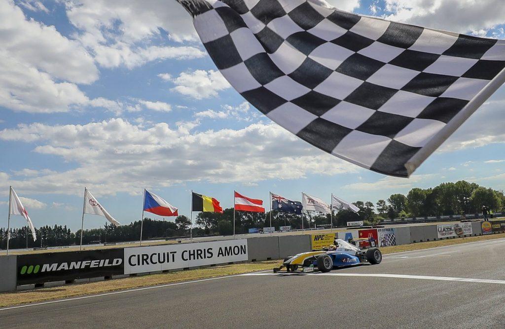 Лоусон выиграл Гран-при Новой Зеландии, стал чемпионом «Формулы Тойота»