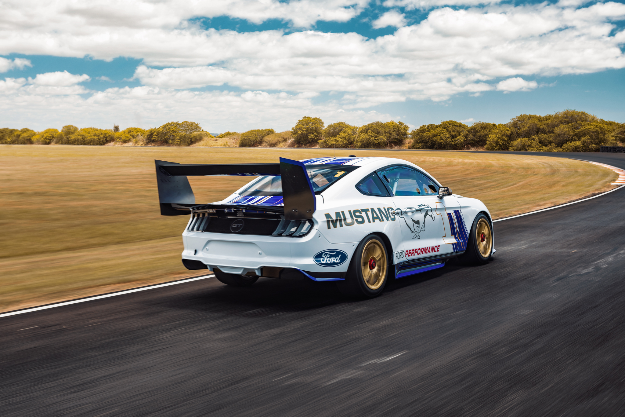 «Форд» официально презентовал «Мустанг» для «Суперкарз»