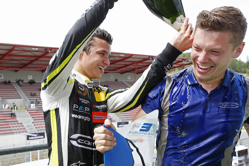Топ-10 лучших гонщиков «Карлин»