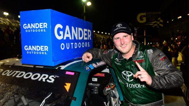 Остин Хилл выиграл первую гонку сезона «Гэндер Аутдорс» в овертайме