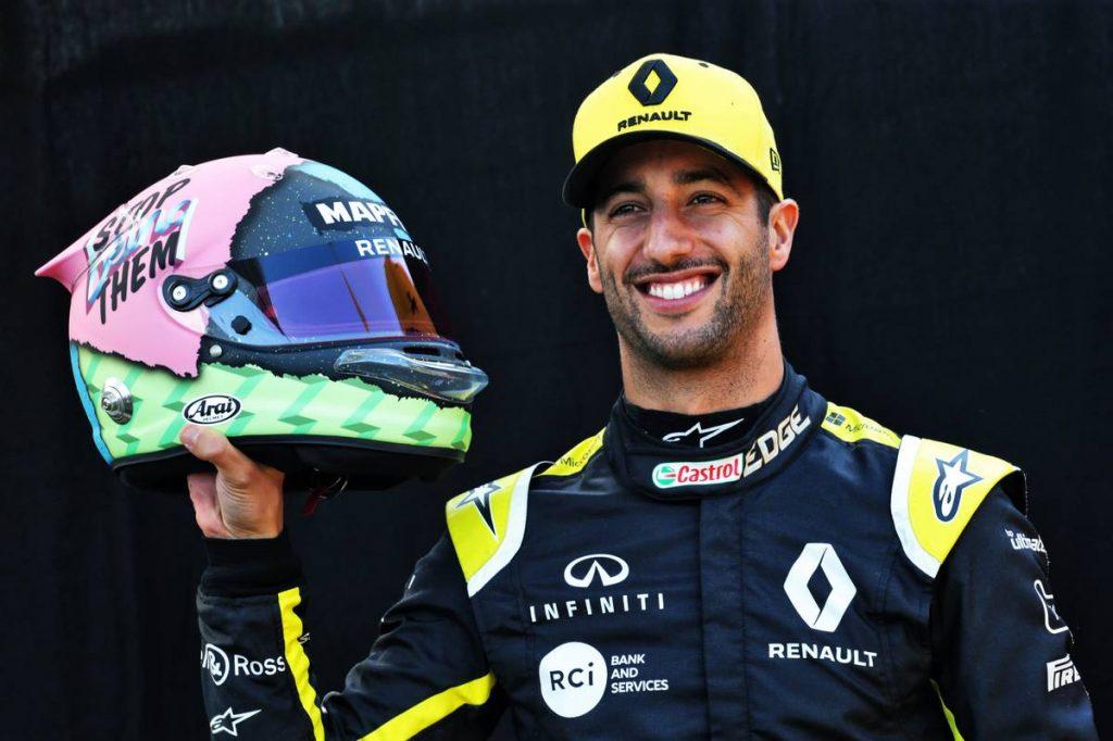 Риккардо показал шлем на новый сезон «Формулы-1»