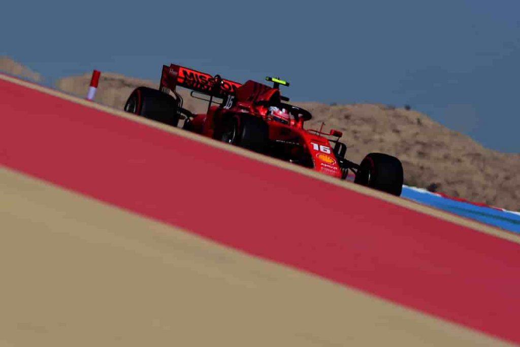Леклер возглавил протокол третьей тренировки ГП Бахрейна, Квят вновь десятый