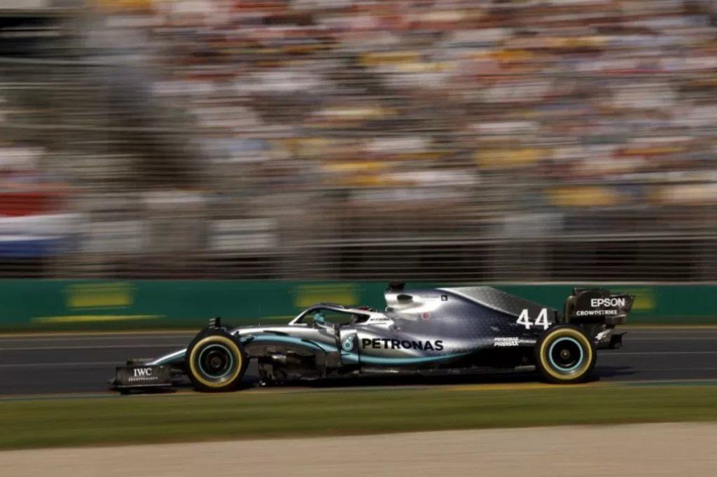 Хэмилтон заканчивал Гран-при Австралии с повреждённым днищем