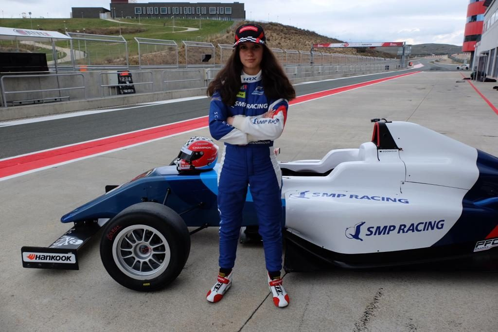 Сидоркова финишировала в обеих воскресных гонках испанской Ф4 в топ-10