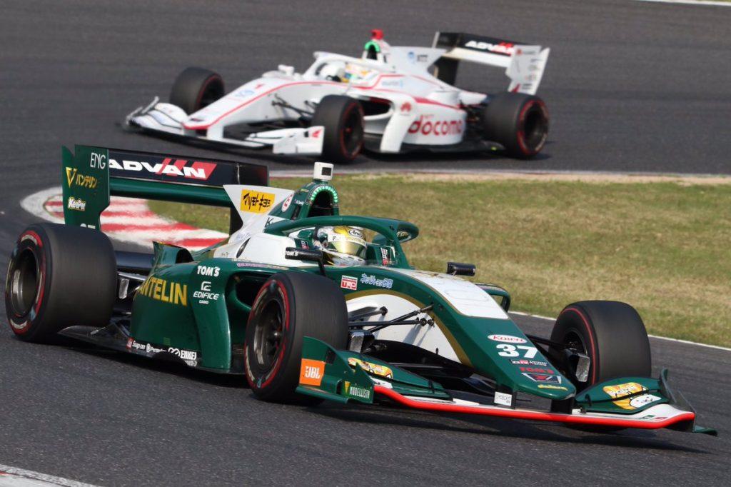 Кэссиди выиграл сумасшедшую первую гонку «Супер Формулы», Маркелов не попал в очки